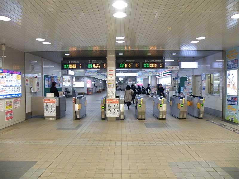 瓦町駅・改札